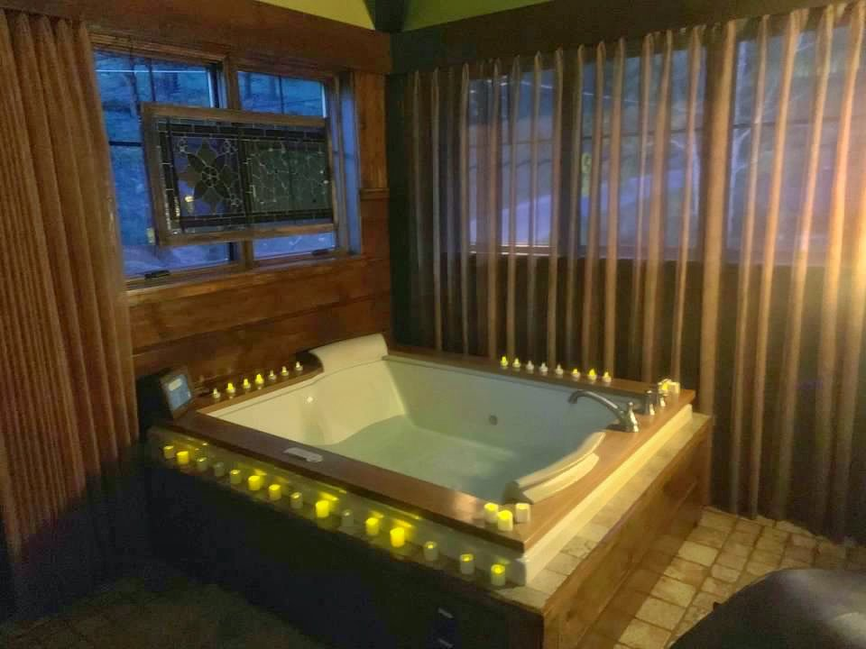Jacuzzi at Romantic Luxury Treehouse in Colorado Rocky Mountains - Highland Haven Creekside Inn