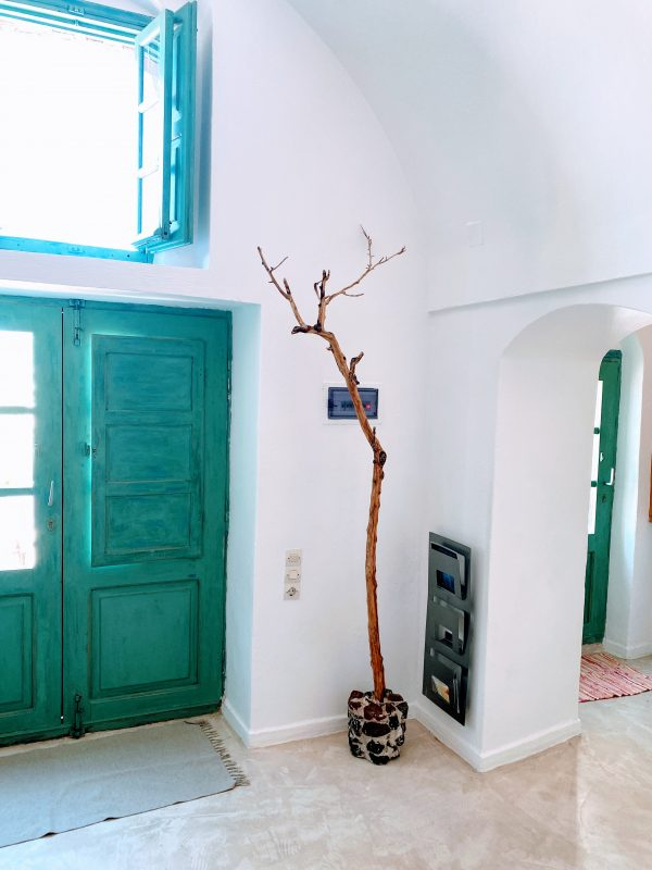 The front door at Bonora Country Houses in Santorini