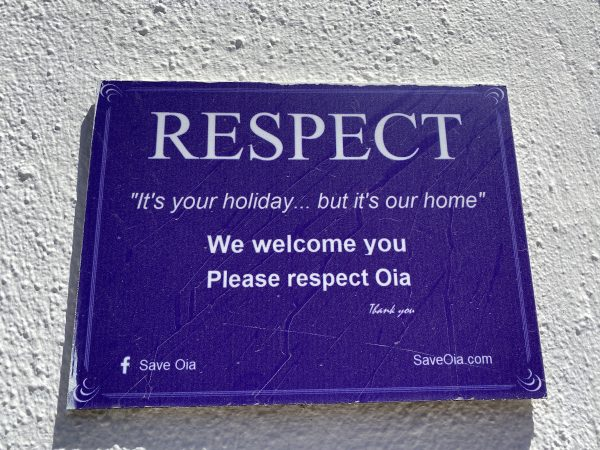 Sign About Respecting Oia